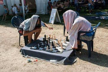It's not so easy to look graceful while playing chess when it's plus 40 outside