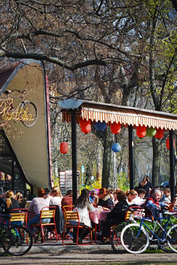 First outdoor lunches of the season in Pántlika