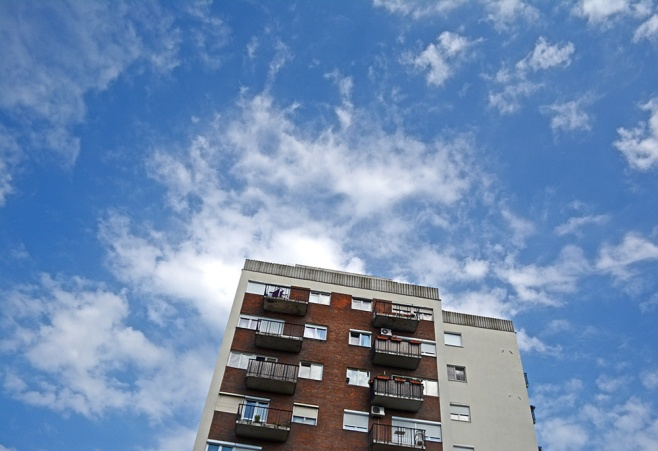 The sky over Fő utca
