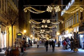 Christmas lights on Váci street