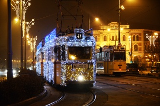 Christmas tram in Gellért square