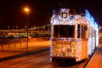 Christmas tram with Elisabeth bridge