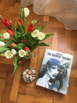 As I was saying, tulips (and me trying to read comics)