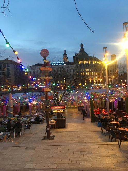 One of the first spring nights of the Akvárium terrace