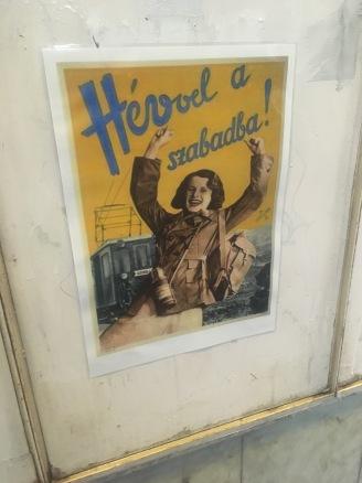 Vintage HÉV ad at the Margithíd station