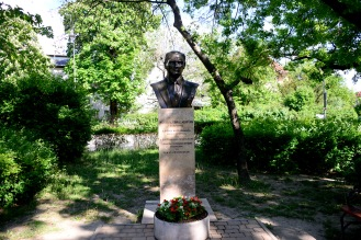The bust of Atatürk, Dezső street